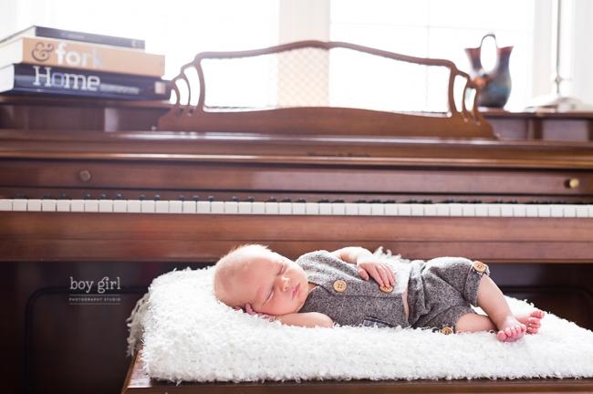 Toronto Maternity & Newborn Photographer www.boygirlphotography.com